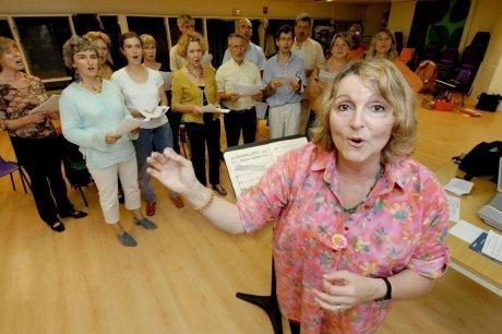 Michèle Lhopiteau en répétition avec l'Ensemble Hémiole. Photo Sud-Ouest.