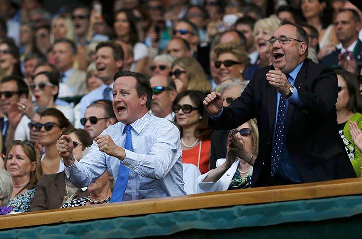 David Cameron et Alex Salmond pendant la finale de Wimbledon. Photo The Guardian