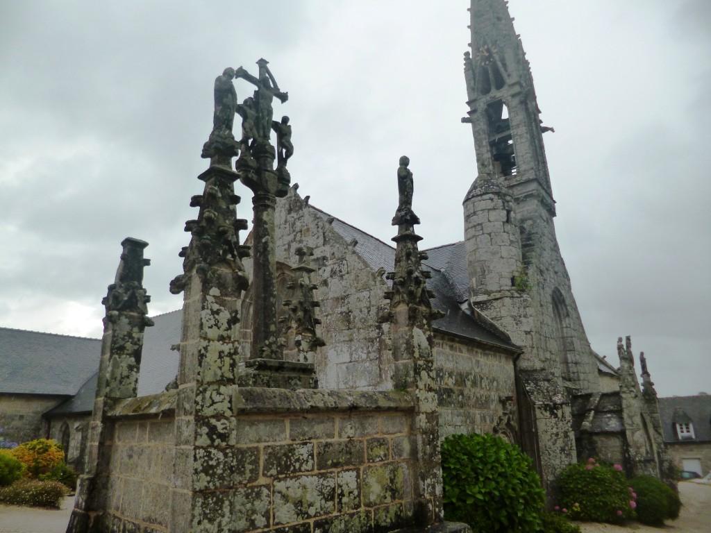 L'église et le calvaire de la Forêt Fouesnant