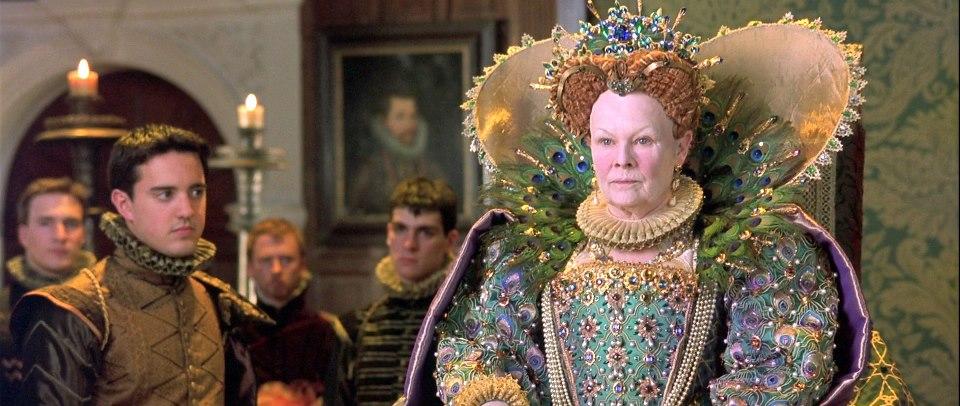Judy Dench dans le rôle de la Reine Elizabeth