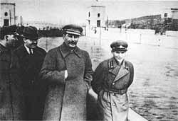 Staline avec Yezhov...