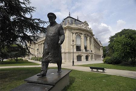 Statue de Churchill près du Petit Palais à Paris