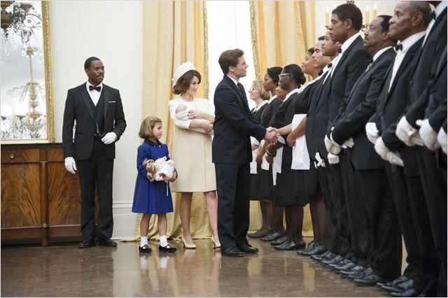A son arrivée à  la Maison Blanche, Kennedy salue les majordomes