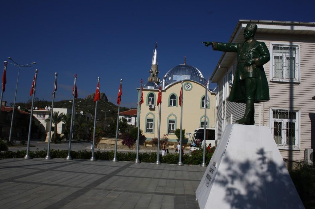 Statue d'Atatürk dans le village de Tasagil