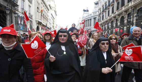 Manifestation contre la loi libéralisant l'avortement en . Photo El Pais.