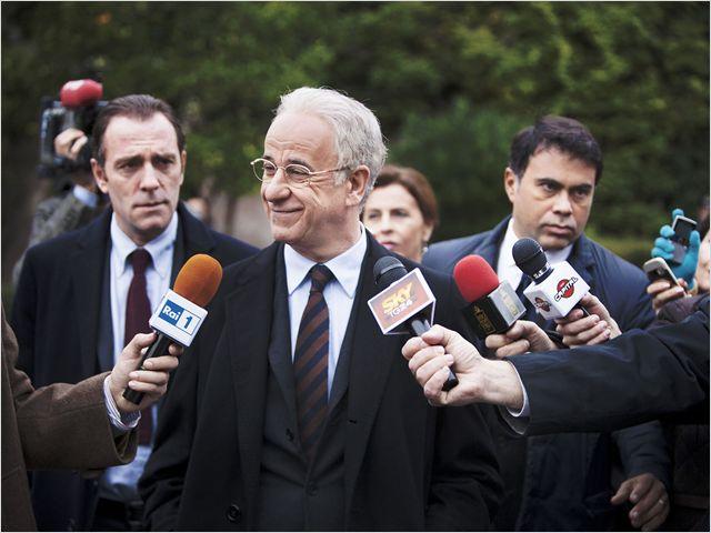 Le nouveau Enrico Oliveri parle aux journalistes