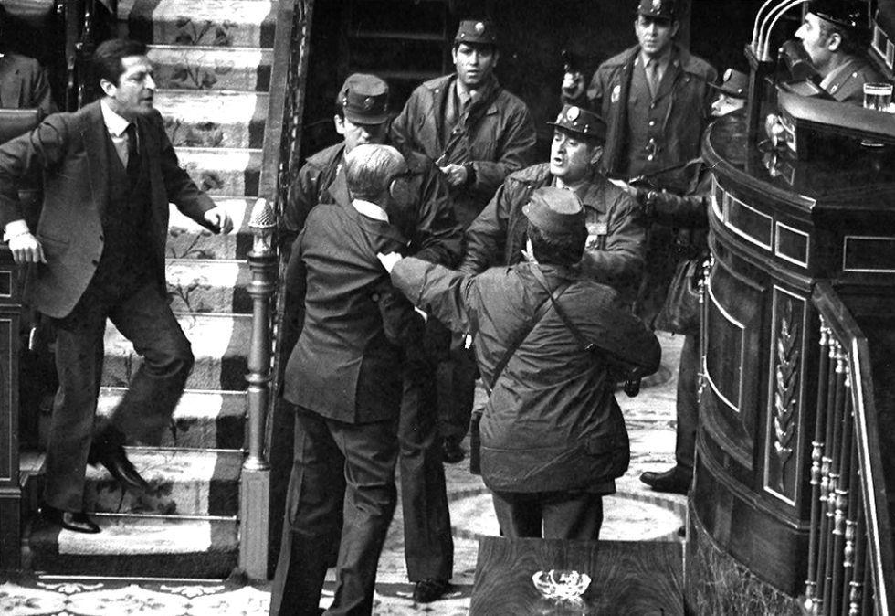 Adolfo Suarez admoneste les putschistes le 23 février 1981