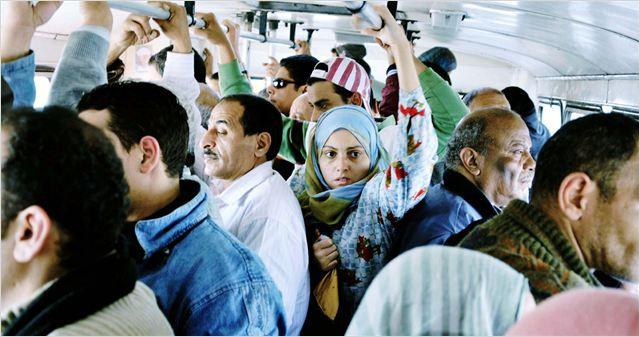 Fayza dans la cohue du bus 678