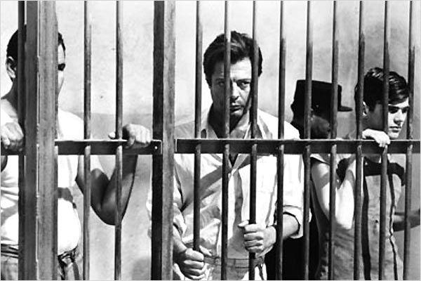 "Marcello Mastroianni dans l'adaptation de ""l'étranger"" par Visconti (1967)"