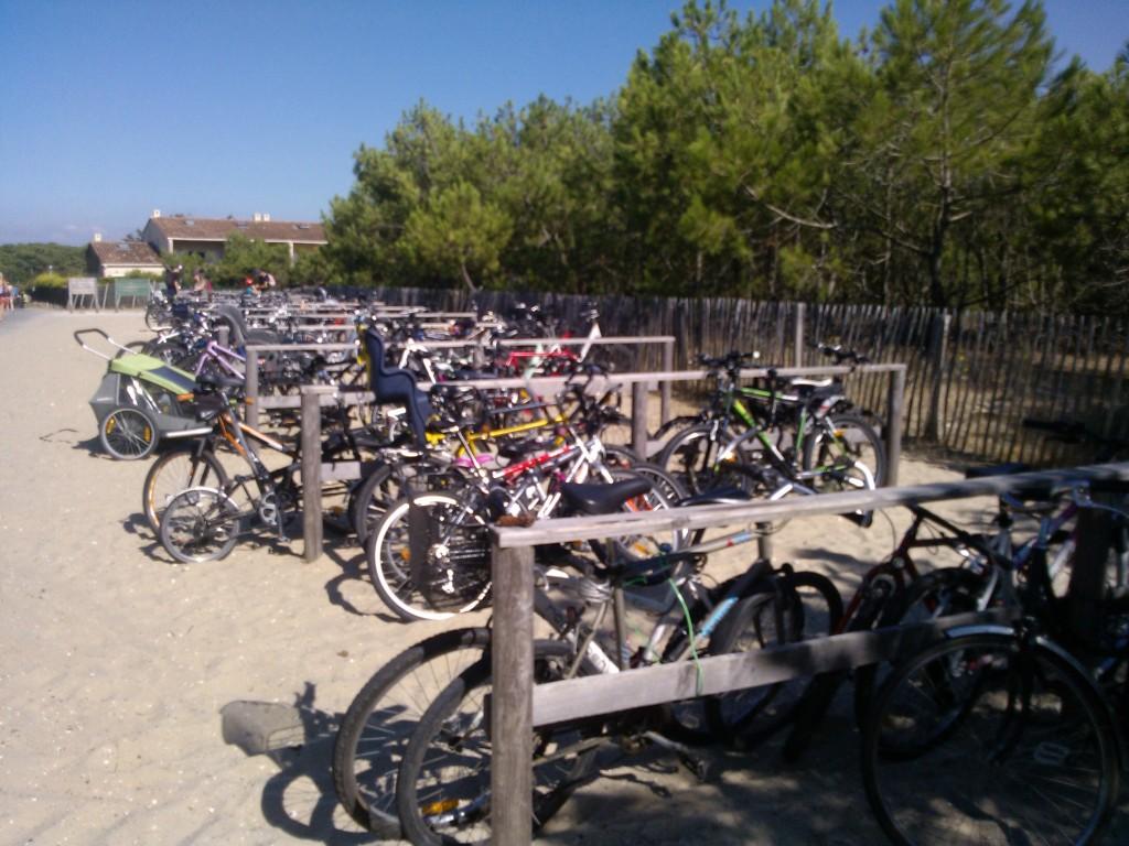 A Carcans Plage, un parking de bicyclettes
