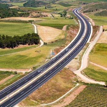 Le Chemin de Saint Jacques, parfois en bordure d'autoroute