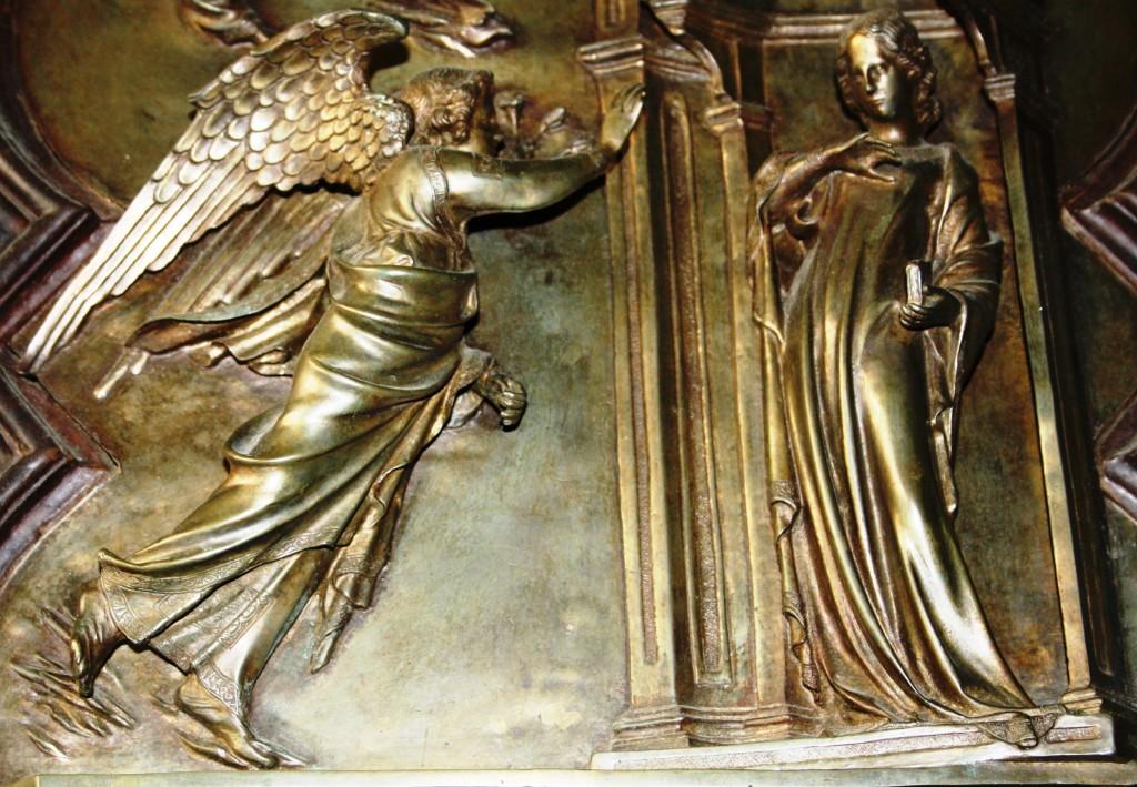 Annonciation, portail nord du Baptistère de Florence