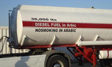 """En Egypte, la société de transport applique à la lettre l'instruction d'écrire """"interdit de fumer"""" en arabe ! Photo The guardian"""