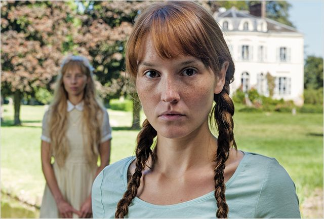 Claire, hantée par le souvenir de son amie disparue