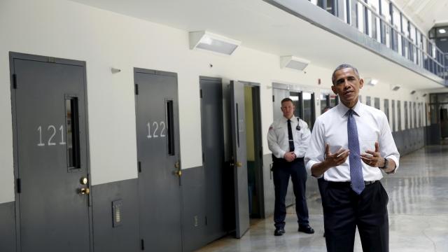 Barak Obama visite une prison fédérale le 15 juillet 2015