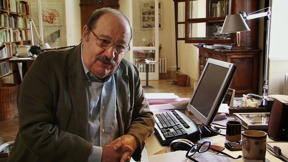 Umberto Eco, dans sa grande maison-bibliothèque