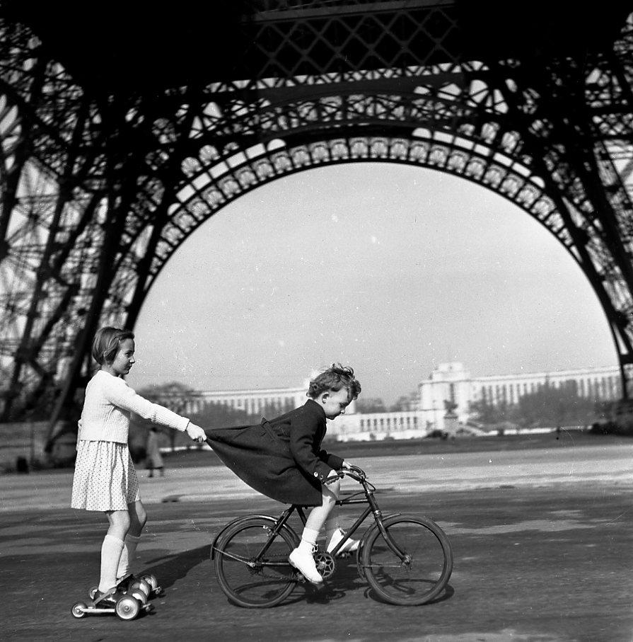 160311_Doisneau-Tour-Eiffel_1943