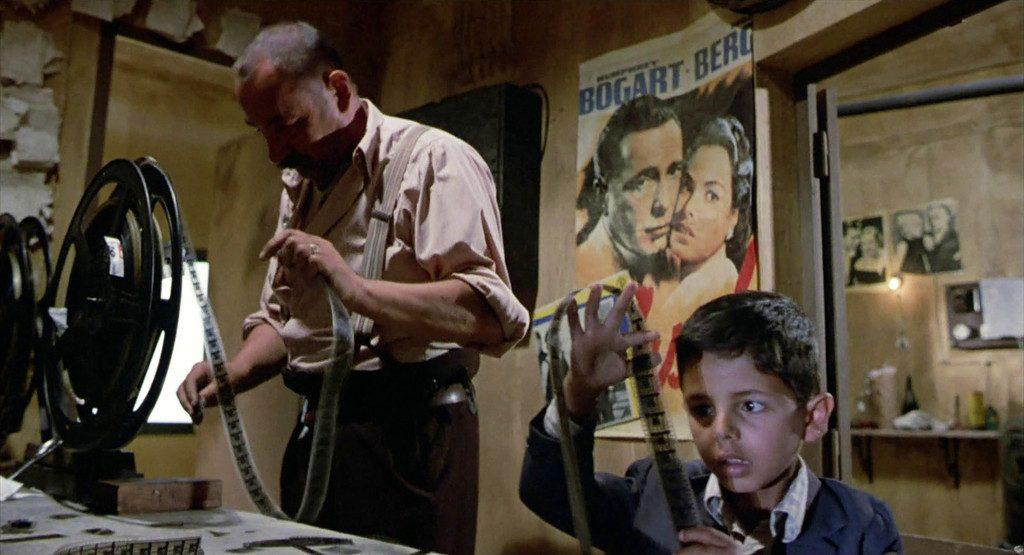 Philippe NOIRET (Alfredo), Salvatore CASCIO (Salvatore 'Totò' Di Vita, enfant) Réalisation: Giuseppe TORNATORE