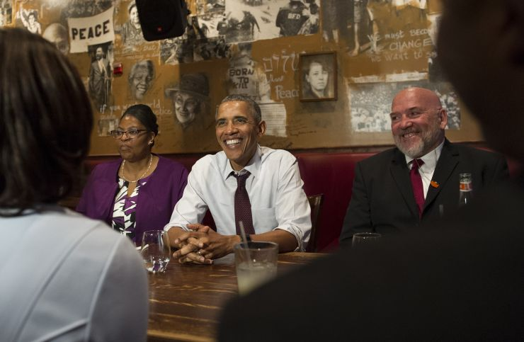160818_Obama_with_clemency_recipients